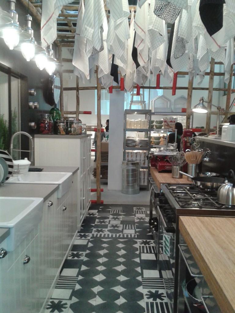 ikea temporary store - installazione di paola Navone